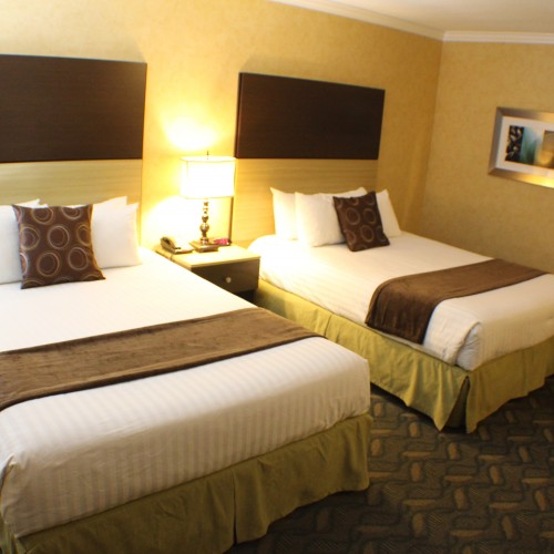 Friends Double Beds - Little Inn By The Bay, Hotels in Newport beach CA