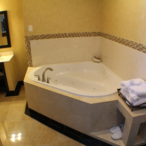 Laguna Jaccuzzi Bath In - Little Inn By The Bay, Hotels in Newport beach CA